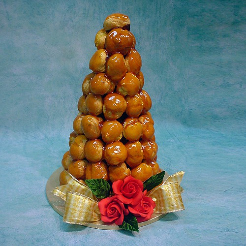 Profiterole with Red Roses