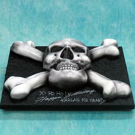 Scull & Bones Cake