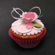 Rose & Daisy Cup Cake