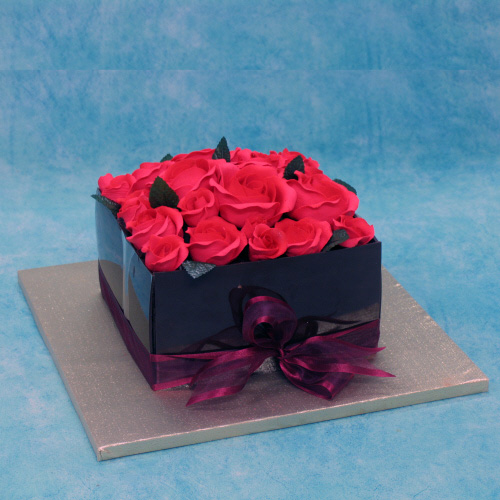 quare-chocolate-wedding-cake-with-red-roses
